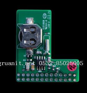 把piface电路板的孔对准树莓派的gpio针脚插入,就可以使用了.
