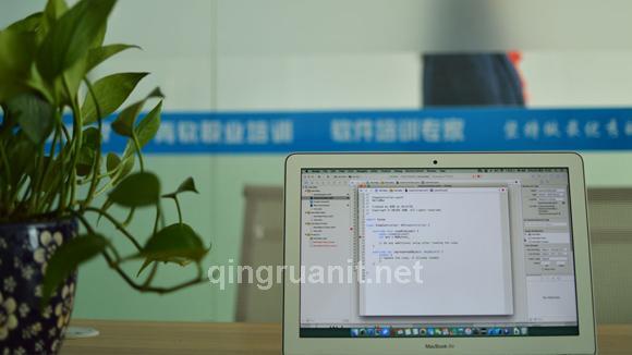 开发代码,也是享受代码-计算机培训,Java培训学校,免费Java培训,大学生就业培训,平面设计培训,网页设计培训,美工培训,游戏开发,动画培训